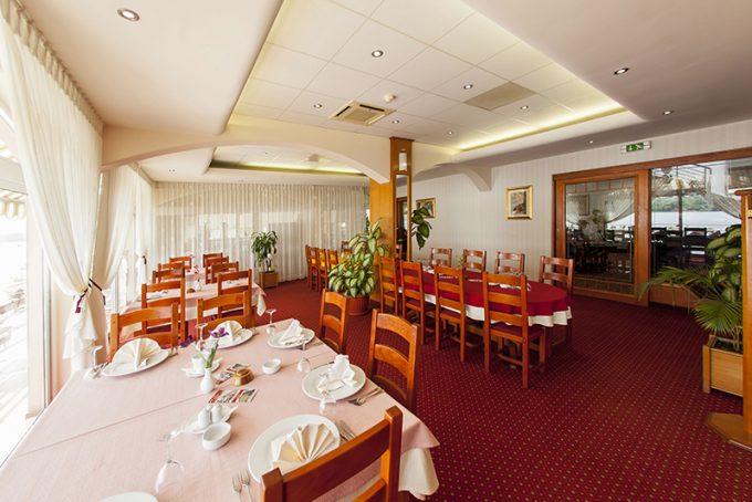 Restoran hotela 4